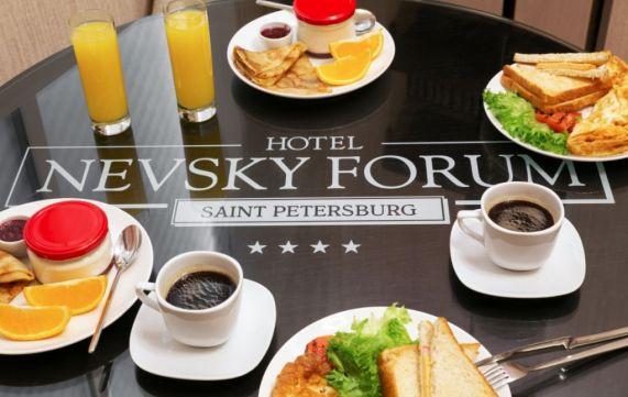 Питание в ресторане семейного отеля Невский Форум