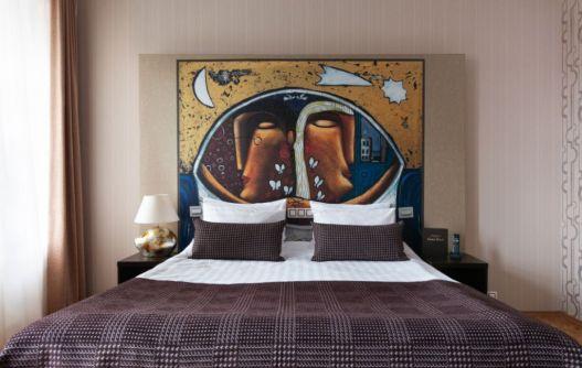 Картины художника Валериуса в Арт-отеле Невский Форум